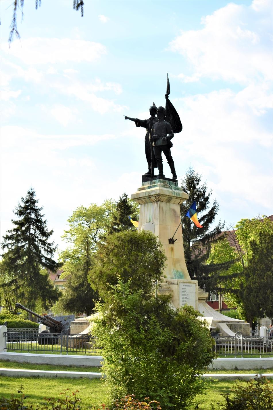 Monumentul Indepedenței din centrul orașului Corabia