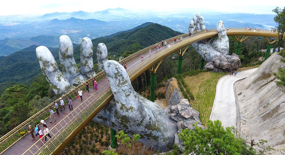 Golden Bridge Vietnam_1