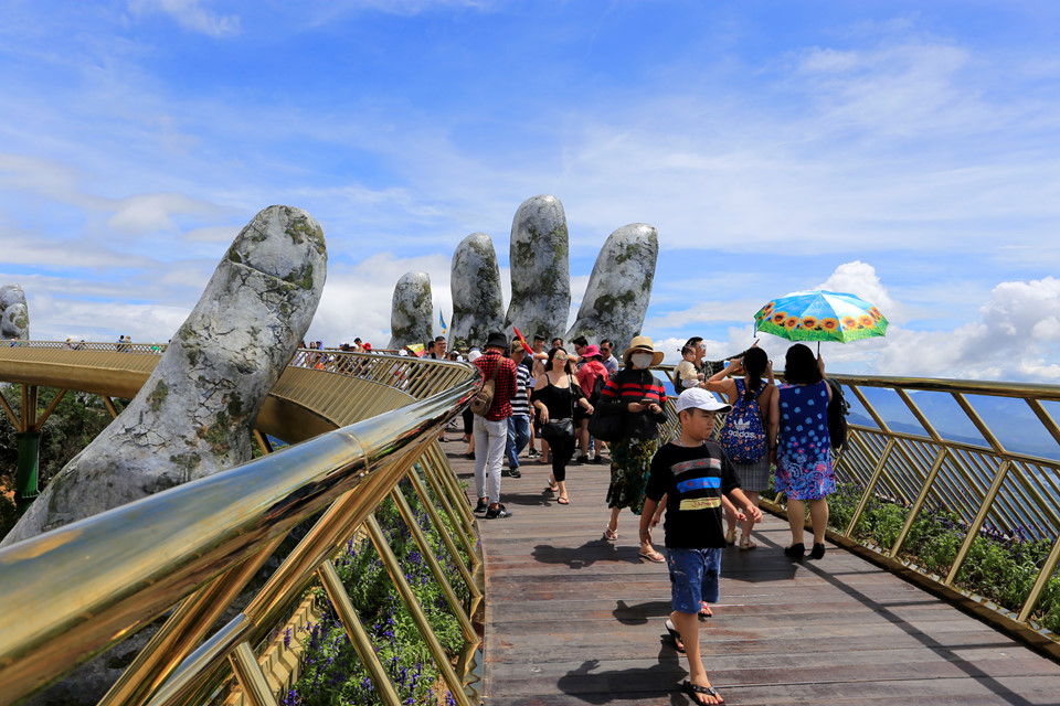 Golden Bridge Vietnam_12