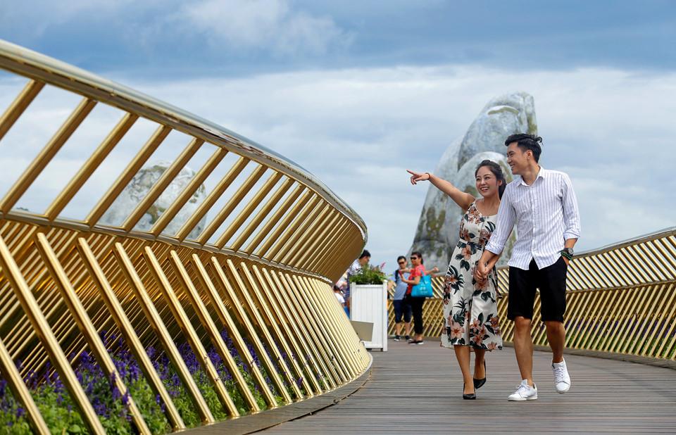Golden Bridge Vietnam_13