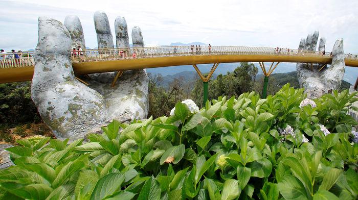 Golden Bridge Vietnam_3